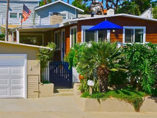 Beach Cottage with Private Yard , Walk to Beach, Linda Lane Park, Downtown