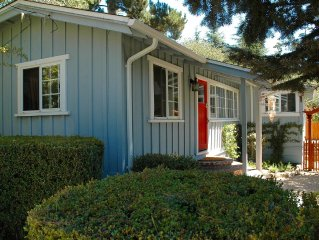 Quintessential, Sunny Cottage---great location, easy walk to Beach and Village