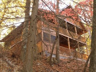 Private, close to Parkway, large hot tub
