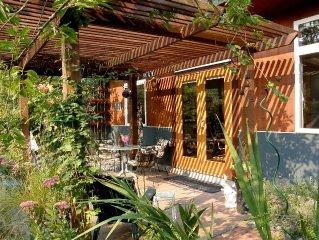 The Garden Studio ~ Beautiful, Calm, Private.  SPECIAL NOV. DISCOUNT*