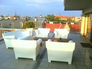 Located in a Heart of Krakow.Spectacular View of Wawel/Royal Castle and Old Town