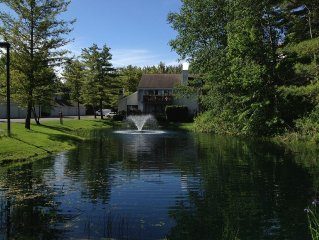 Petoskey condo Lakeside Club, 2br2b beautifully decorated great location