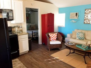 Aggieland Cottage walking distance from A&M campus w/ Wi-Fi