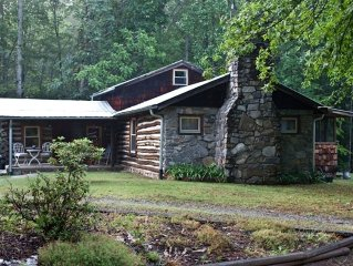 Rustic Chestnut Log Cabin Near Mt Pisgah