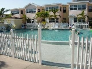 Perfectly Located! Poolside! Intra Coastal View! Beautiful Beach!, vacation rental in Indian Shores