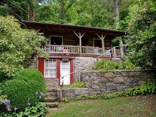 Romantic Hickory Nut Lodge; 1928 Log Cabin, Fireplace, Hot Tub, Wifi, Pets OK