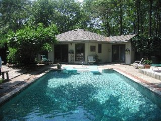 Quiet Haven With Pool & Spa 15 Minutes Away From The Bustle Of The Hamptons.