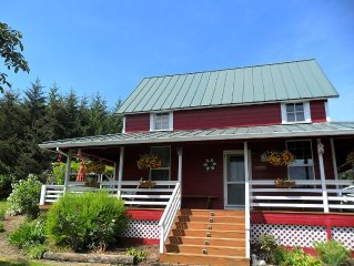 Charming four bedroom-two bath Farm House In Yamhill's Wine Country