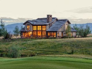 Spacious 5BR Luxury Lodge With Beautiful Views In Exclusive Golf Community