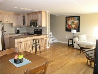 One Bedroom Condo In The Best Location:  Close To Everything.  Sleeps 4