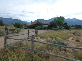 Anahata Casita: Midway Between Taos & Taos Ski Valley - The Best Location!