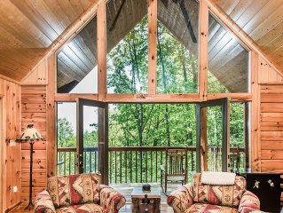 Mountain View Cabin Conveniently Located Between Gatlinburg & Pigeon Forge