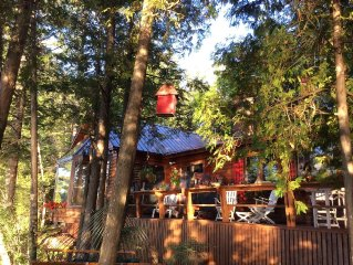 Luxury Chalet on Lakefront, Sleeps 8, Rhéaume Lake, 35 minutes to Ottawa