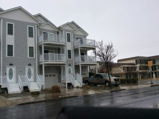 Huge 5Br/3.5Ba Townhouse - 2 Blocks To Boardwalk & Beach.