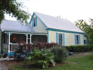 Cottage Retreat, Smoke Free, Close to Downtown Dining, Golf, Fishing, Beach