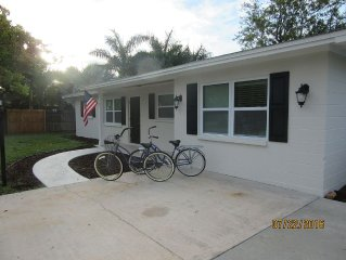 Recently Renovated, Private Beach Ferry, Bikes, BBQ, beach chairs...