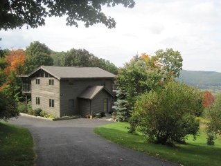 Sweet Contemporary: Amazing Views, Pond, Hiking Trails, 1 mile to Catamount!!