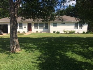 Great Location! Quarter mile from Texas A&M