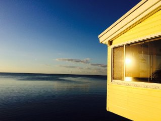 Oceanfront, Private Beach, Charming 2 Bed 2 Bath Beach Cottage - Kayaks Included
