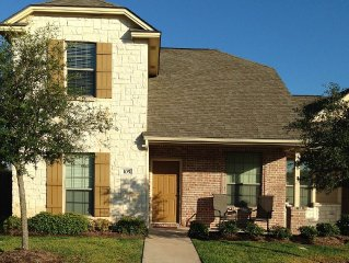 Delightful, well-appointed large duplex! 5min to Texas A&M University!