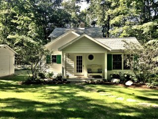 Year round Crystal Lake cottage, newly remodelled 4br/1ba, w/semi-private beach