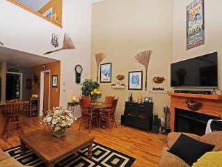 Condo - Mountain View, Vaulted Ceiling, Loft. 2 Beds, 2 Baths, 1,024 SF