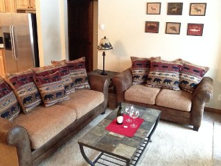 Downtown Winter Park-1BR Plus Private Hot Tub, Garage, Fireplace & washer/dryer