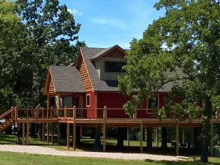 The Diamond Point Treehouse, Bull Shoals Lake