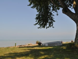 The Lake House - A Tranquil Getaway Close To Historical Amherstburg