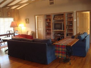 Winter Park Cottage: Lovely Park Avenue and Rollins College nearby!