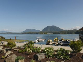 Tofino-Brand New Ocean Front Executive Harbour Suite