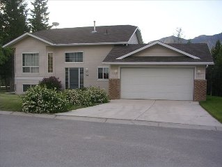 4 Bedroom Invermere Family Home, Large Yard, Close to Beaches & Golf, Mtn Views