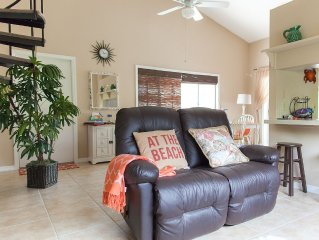 SPACIOUS 2/2 TownHome, 5 minutes away from 4 Public Beaches