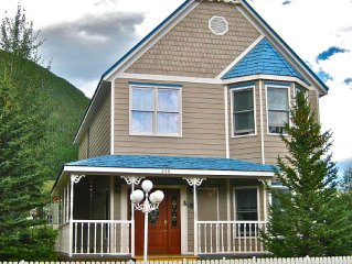 Mountain Getaway - Quiet Neighborhood - Walking Distance To Town