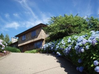 Montauk 3 Bedrm+, w Pool, Hither Hills, 1 block to beach