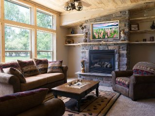 Inviting Private Cabin - 3 Bedrooms - 2 Baths with 2 Person Walkin Rain Showers