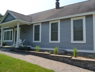 Great Fall Cottage, close to Portland & Kennebunk, Beaches, Shopping,Restaurants