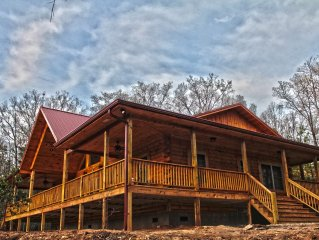 Allen's Retreat:Luxury and location, Mtn views, 10 min to Polar Express and NOC