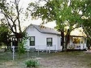 2 BR/2.5 BA House on 13 Acres, Minutes from Downtown San Antonio!!!