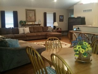 3 Bedrooms/2 Baths Large Private Lake House in Garland Bend-2 minutes from ramp