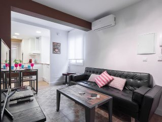 Living room with leather sofa, Smart TV and free WIFI