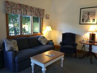 Downtown Cottage-1 bedroom- full kitchen, free wi-fi, free parking,sleeper sofa
