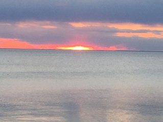 Door County, Green Bay waterfront Cottage. 20 minutes to Green Bay and Stur. Bay