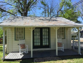 Charming Fayetteville Cottage near Round Top