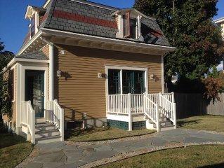Antique In-town Village Cottage - 5 BDRM, Jamestown, RI
