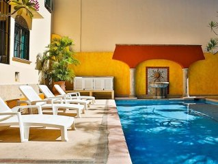 Charming 3-Bedroom Condo Close To Beach! Pool And Hummingbirds Included!