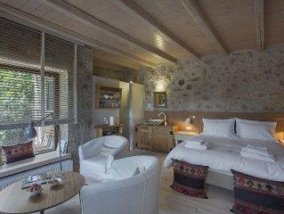Milia Room. Spacious and autonomous, ideal for a couple.