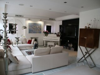 Luxury 4 bedrooms central flat, recently renovated with air conditioning