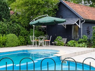 Detached house and pool, located on the edge of a nature reserve