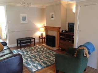 A Lovely Two Bedroom Holiday House - Romford, East London